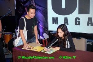 Roxee B signs On UNO mag (thanks wazzupphilippines.com)
