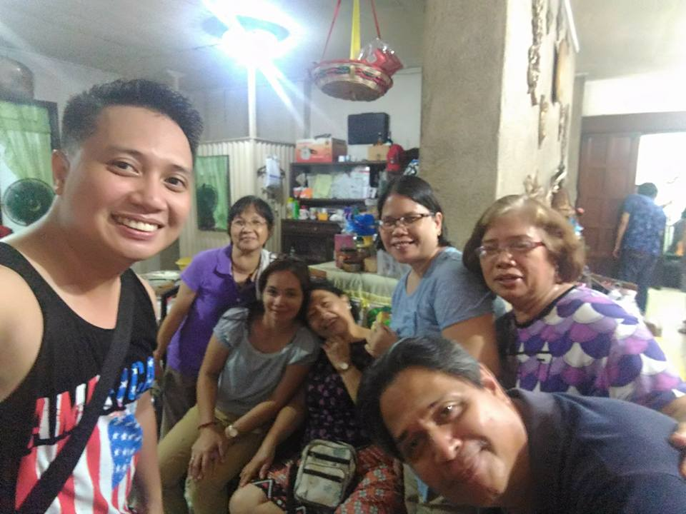 Parents ko, with the busy people sa kusina.