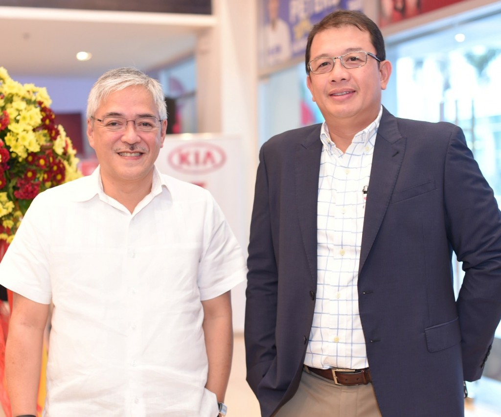 (L-R) Araneta Group management consultant Rowell Recinto and Atty. Aris Batuhan, president and CEO of MVP Kia Araneta Center