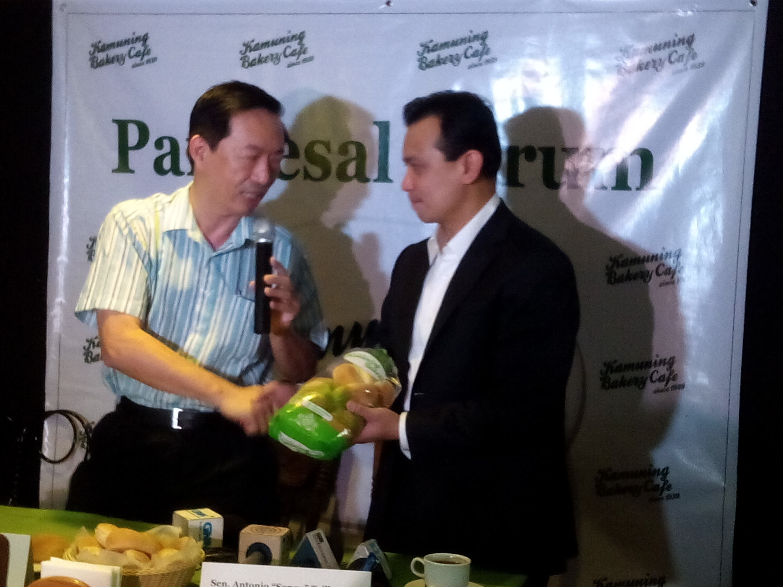 Wilson Lee Flores awards Pandesal to Senator Trillanes