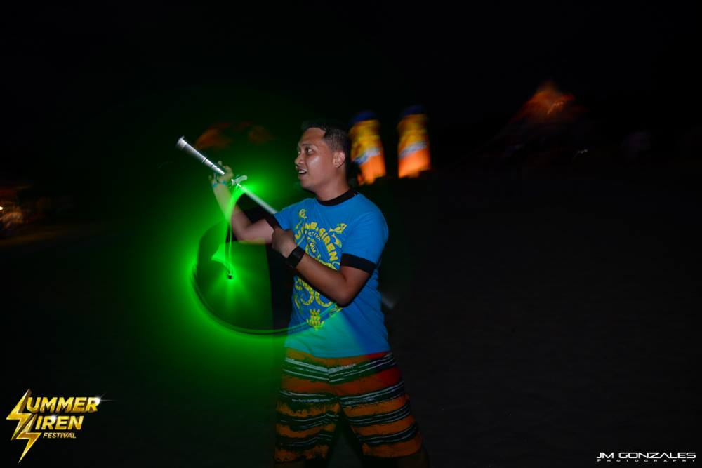 wielding at the beach. baka mapansin niya ang giant glowstick ko